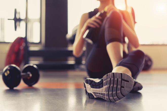 Kurse & Training, Frau im Sportkurs