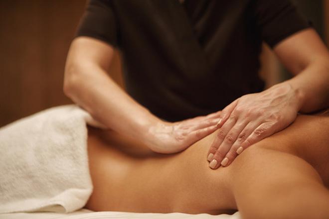 Massage des Rückens