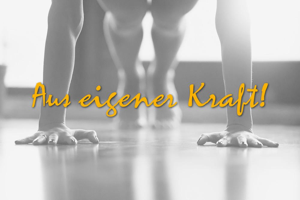 Oellerich Sportcoaching: Aus eigener Kraft! Frau im Liegestütz